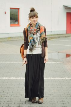 uses fitted top and sweater which suits me better. love the scarf and colors