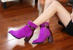 天丽琪女鞋,《Dior》短靴  紫红色:面:羊京+酒红石头纹牛皮+酒红石头纹牛皮包跟+高级毛绒内里。  黑色: 面:牛皮+酒红石头纹牛皮+酒红石头纹牛皮包跟+高级毛绒内里  跟高7CM  码数34—40