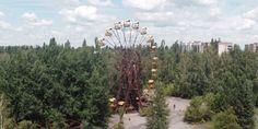 En plena fiebre por las fotos de lugares abandonados, Danny Cooke, un joven fotógrafo y cineasta inglés, publicó un impactante vídeo filmado por un drone (avión no tripulado) de la ciudad de Pripyat, situada a tres ...