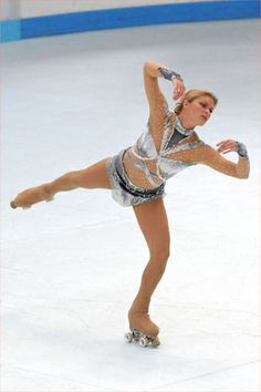 Artistic Roller Skating!! Gorgeous costume!!