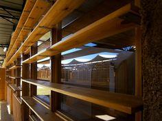 """La """"Terra dei Bamabini"""" è realizzato a GAZA dal gruppo ARCò insieme allo studio MCA Mario Cucinella Architects. Viene affiancata la tecnica degli earthbags, realizzata insieme alla comunità locale, un sistema di copertura in ferro, ventilata e inclinata per garantire il recupero delle acque e l'integrazione dei pannelli solari, e un sistema di ombreggiamento bries soleil in legno che permette di mantenere l'interno dell'edificio completamente aperto e l'esterno chiuso dentro un muro di…"""