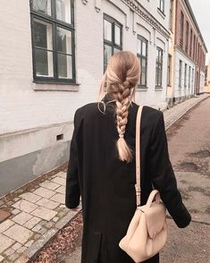 Image shared by A🌊. Find images and videos about girl, fashion and hair on We Heart It - the app to get lost in what you love. My Hairstyle, Pretty Hairstyles, Blonde Hairstyles, Hairstyles 2018, Hair Inspo, Hair Inspiration, Good Hair Day, Dream Hair, Look Fashion