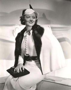 Myrna Loy Hollywood Fashion, Vintage Hollywood, Hollywood Costume, Hollywood Photo, Old Hollywood Glamour, Golden Age Of Hollywood, Vintage Glamour, Hollywood Stars, Classic Hollywood