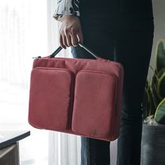 Burgundy Laptop Briefcase Handbag for fashion girls&boys! Match this fall season perfect! Find more laptop bags at tomtoc! tomtoc.com