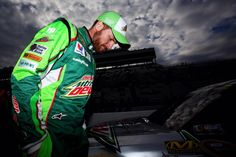 In the first practice, @DaleJr's 10 lap average was 7th best 3-28-15 @ Martinsville