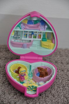 Polly Pocket -1993 Precious Puppies aka Polly and her Puppies Playset - Pet Parade Collection
