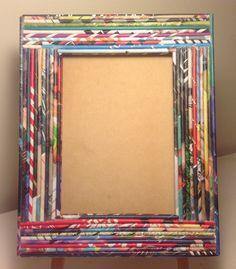 Portaretrato con marco decorado con rollitos de papel de revistas - Paper art
