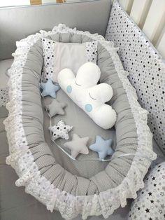 Big Ninho Redutor Luxo Estrelas Azul e Cinza com Poá Cinza Toddler Routine, Baby Life Hacks, Cot Sheets, Baby Planning, Baby Play, Baby Cribs, Handmade Baby, Baby Sewing, Baby Room