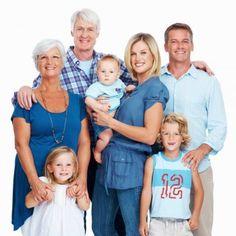 La presencia de los abuelos en la vida de los niños representa una riqueza muy valiosa en todos los sentidos. Los abuelos y las abuelas no solo cuidan de sus nietos, como también favorecen al encontro familiar.