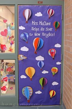 Classroom Door Decorations For February 51 Ideas - - Bildung Preschool Door Decorations, Balloon Door, Kindergarten Classroom Decor, Classroom Teacher, Teacher Doors, School Doors, Class Decoration, Decorating With Pictures, Decoration Pictures