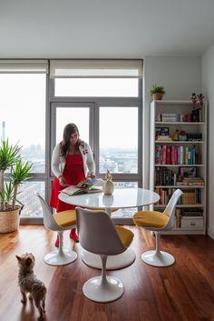 """Este é último post da minha seleção """"Casas de blogueiras"""" e deixei ele por último por 3 motivos: 1) Assim que conheci o canal da Raíza Costa no YouTube eu surtei, amei, me apaixonei! A Raíza é hilária e as comidas que faz então… só vendo para crer! Ela é especialista em confeitaria francesa, os …"""