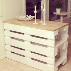Innovative Pallet Wood Creations - Innovative Pallet Wood Creations Pallet Desk More wood craft Pallet Desk, Wooden Pallet Furniture, Wooden Pallets, Pallet Wood, Outdoor Pallet, Wood Desk, Wood Table, Rustic Furniture, Modern Furniture
