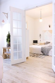 gorgeous french doors separate the bedroom / nohomewithoutyou (via Bloglovin.com )