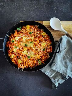 Tomate Mozzarella, Paella, Dinner, Ethnic Recipes, Food, Broasted Chicken, Dinner Ideas, Cooking, Recipies