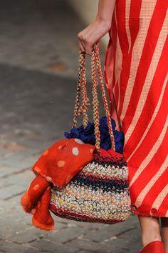 Daniela Gregis at Milan Fashion Week Spring 2014 – Crochet Bag İdeas. Crochet Handbags, Crochet Purses, Crochet Bags, Love Crochet, Knitted Bags, Knit Crochet, Handmade Handbags, Handmade Bags, Crochet Purse Patterns