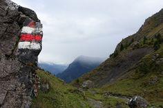 Blog über das Reisen und wandern. Zurzeit vorallem Wandern in der Schweiz. Fernziel ist der Fernwanderweg E1 Digital Watch, Mountains, Outdoor Decor, Switzerland, Hiking, Viajes, Bergen