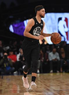 Stephen Curry Pictures and Photos Stephen Curry of Team Stephen dribbles the ball upcourt during the NBA AllStar Game 2018 at Staples Center on February 18 2018 in Los Angeles… Basketball Moves, Basketball Games For Kids, Basketball Floor, Basketball Funny, Sports Basketball, Basketball Players, Basketball Birthday, Sport Football, Stephen Curry Basketball