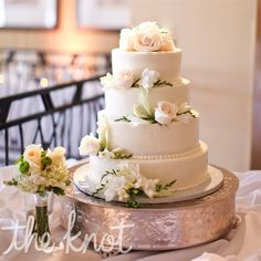 Love this! Buttercream cake accented with fresh flowers. Beautiful!