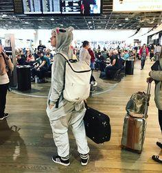 """– Lindsey Stirling (@lindseystirling) på Instagram: """"Hello Dubai. 7 hrs down, 11 hrs to go. #layover #australiabound"""""""