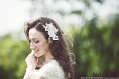 *Luna* Fascinator Spitzenblüte Ivory Haarschmuck von Seta e Perle  auf DaWanda.com