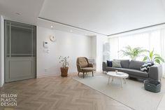 분당에서 스톡홀름 느끼기 _ 유행과는 별개로 사랑스럽고 따뜻한 느낌 때문에 계속 사랑할 수 밖에 없어요.... Style At Home, My Building, Interior Design Tips, Apartment Interior, My House, Windows, Living Room, Architecture, House Styles