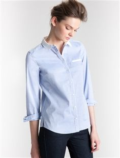 Les détails contrastants soulignent la coupe droite de cette chemise  au style masculin-féminin joliment revisité... pour un esprit working chic ! Dét