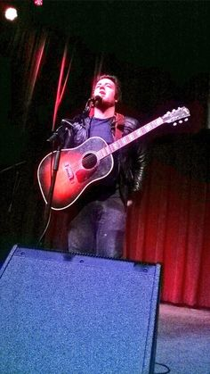 Lee DeWyze pulling up his jeans lol