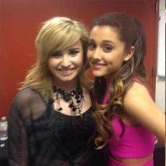 Demi Lovato afirma querer dueto com cantora Ariana Grande #ArianaGrande, #Cantora, #Hit, #Nick http://popzone.tv/2015/11/demi-lovato-afirma-querer-dueto-com-cantora-ariana-grande/