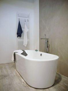bathroom design Love the colours and the beautiful minimal lines. Kb Homes, Contemporary Baths, Interiors Magazine, Scandinavian Bathroom, New Home Builders, Floor Colors, Interior Styling, Interior Design, Bath Design