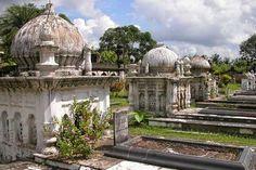 murshidabad ruins - Google Search Mughal Architecture, Green Plants, Mosque, Cemetery, Taj Mahal, Entrance, Survival, Building, Google Search