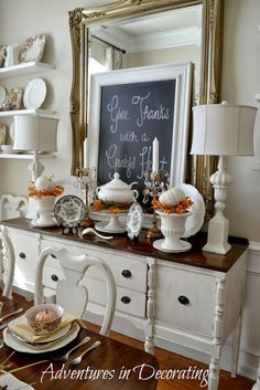Love this vignette + adding a DIY chalkboard with festive autumn saying adds a personal touch @Becca Bertotti