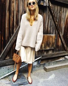 Knitting Patterns Neutral EXPLORE: street style, casual, tan bag, leather bag PHOTO: Pernille Teisbaek of Look de Pernille Mode Style, Style Me, Beige Outfit, Looks Street Style, Inspiration Mode, Fashion Inspiration, Grunge Style, Fall Fashion Trends, Looks Cool
