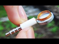 TIMESTAMPS: How to draw a circle with a drill Fix your glasses with a paper clip Genius kitchen gadget Fast trick to sharpen a pencil. Diy Tech, Tech Hacks, Diy Electronics, Electronics Projects, Life Hacks Youtube, Android Secret Codes, Electronic Circuit Projects, Creative Shoes, Raspberry Pi Projects