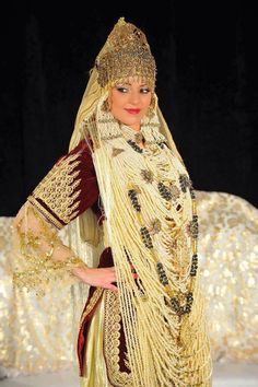 Tenues traditionnelles #Algériennes  Taksiwt kabyle Caftan d'Annaba Constantine…