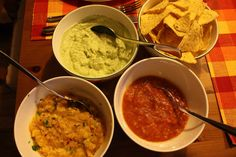 3 verschiedene Dips zu Tortilla-Chips Dip For Tortilla Chips, Dips, Curry, Pesto, Guacamole, Snacks, Ethnic Recipes, Food, Food Food