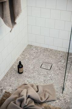 Bathroom Inspo, Bathroom Inspiration, Shag Rug, Laundry Room, Bath Mat, Flooring, Retro, Design, Home Decor