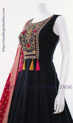 Indian Fashion Dresses, Indian Designer Outfits, Indian Outfits, Dress Neck Designs, Designs For Dresses, Blouse Designs, Designer Anarkali Dresses, Designer Dresses, Long Gown Dress