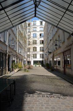 La Cour des Shadoks, dans la rue de Charonne 75011