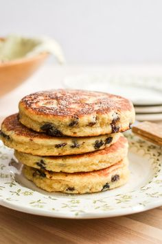 Welsh Cakes ~ like a cross between a pancake and a scone, these sweet, buttery breakfast cakes are a delicious Welsh tradition! Easy Welsh Cakes, Welsh Cakes Recipe, Welsh Recipes, Scottish Recipes, Turkish Recipes, Brunch Recipes, Cake Recipes, Breakfast Recipes, Easy No Bake Desserts