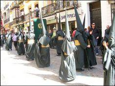 Nazarenos de la Hermandad del Sol. Año 2010