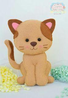 Aprenda dicas preciosas para fazer qualquer modelo de gato de feltro e veja os melhores moldes da internet! Cat Crafts, Animal Crafts, Crafts For Kids, Felt Christmas Decorations, Felt Christmas Ornaments, Chat Crochet, Felt Cat, Felt Patterns, Felt Fabric