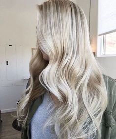 22 Icy blonde Haare The best hairstyles for Icy blonde hair and icy blonde balayage. Balayage Blond, Icy Blonde, Blonde Wig, Short Blonde, Blonde Highlights, White Blonde, Creamy Blonde, Frontal Hairstyles, Wig Hairstyles