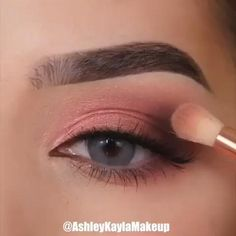 eye makeup tutorial * eye makeup + eye makeup tutorial + eye makeup for brown eyes + eye makeup natural + eye makeup for blue eyes + eye makeup art + eye makeup tips + eye makeup for green eyes Prom Eye Makeup, Soft Eye Makeup, Makeup Eye Looks, Smokey Eye Makeup Tutorial, Eye Makeup Steps, Blue Eye Makeup, Blush Makeup, Eye Makeup Art, Makeup Inspo