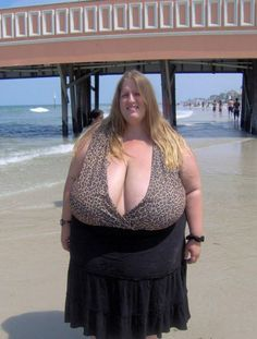 My Eyes are Up Here! - Low Cut Animal Print Top Holds Biggest Boobs on Beach: Wow this girl really is well endowed. People Of Walmart, Thing 1, Bigger Breast, Crazy People, Strange People, Ssbbw, Big And Beautiful, Beautiful Curves, How To Wear
