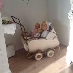 Oude poppenwagen