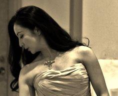 Sara Kobayashi her solo concert in Tokyo on April 2014.She wearing Cartier diamond necklace from Regard Collection. (C)Regard Co.,Ltd