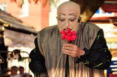 """Nos meses de abril, maio e junho, os cariocas poderão assistir oespetáculo """"Sonho de uma noite de Verão"""", obra de William Shakespeare, em 34 praças em diversos pontos da cidade. O projeto """"Shakespeare nas Praças"""", levará a comédia trágica do escritor inglês para as ruas sempre as terças, quintas, sábados e domingos com apresentações gratuitas....<br /><a class=""""more-link""""…"""