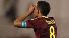 Derechos de autor de la imagen                  EPA                  Image caption                     Herrera lleva un gol en el torneo sudamericano en el que Venezuela todavía está invicto.   El nombre de Yangel Herrera es uno de los que más se está repitiendo en el fútbol inglés, en especial en una de la capitales del balón en Inglaterra, Manchester. La razón es que el joven futbolista venezolano se convirtió en una de las grande