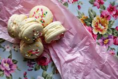 Floral Frosting: Funfetti Macarons with Rice Crispy Treat Frosting