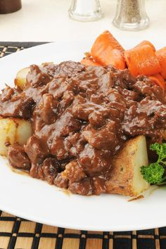Delicious One Skillet Melt in Your Mouth Beef Tips with Gravy Food Recipe Latin Share and enjoy! Stew Meat Recipes, Onion Recipes, Top Recipes, Cooking Recipes, Dinner Recipes, Dinner Ideas, Slimming Recipes, Cooking Pork, Cooking Wine